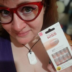 Lauren Spear holding a boxed set of KISS (affiliate) Gel Fantasy glue-on nails